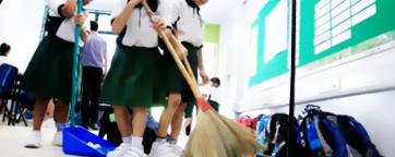 ¿Limpiarías tu escuela como hacen los japoneses?