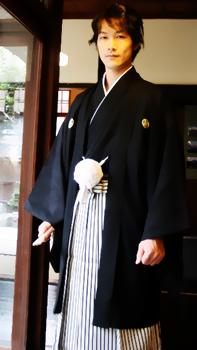 Ejemplo de montsuki haori hakama.